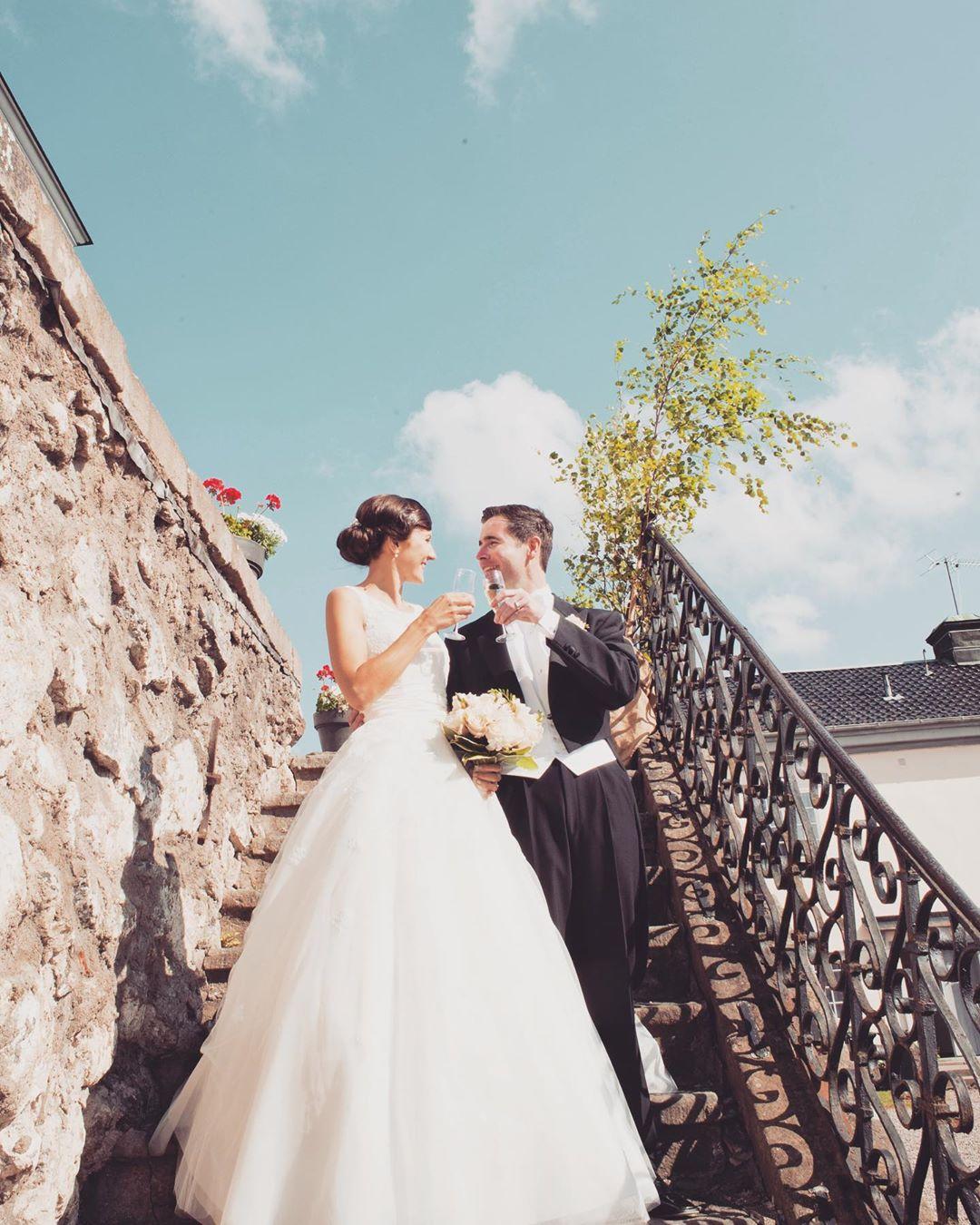 Går ni i bröllopstankar? Välkomna på en kostnadsfri visning och inspiration hos oss! För mer info och bokning gå till www.ostermalma.se #bröllop #2020 #barockslott #vilt #restaurang