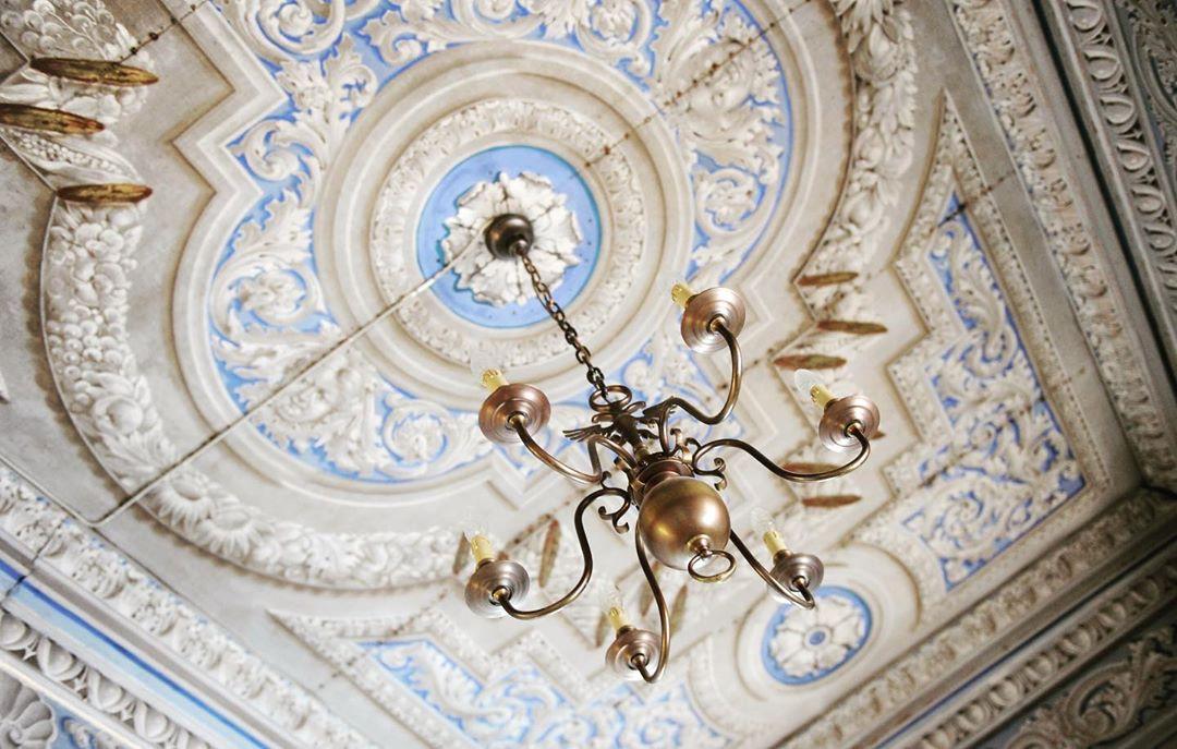 Detta vackra tak hittar du i slottet! Idag börjar vår afternoon tea och vill du gå på visning av slottet så har vi det på tisdagar och onsdagar! För mer info gå till www.ostermalma.se #slott #afternoontea