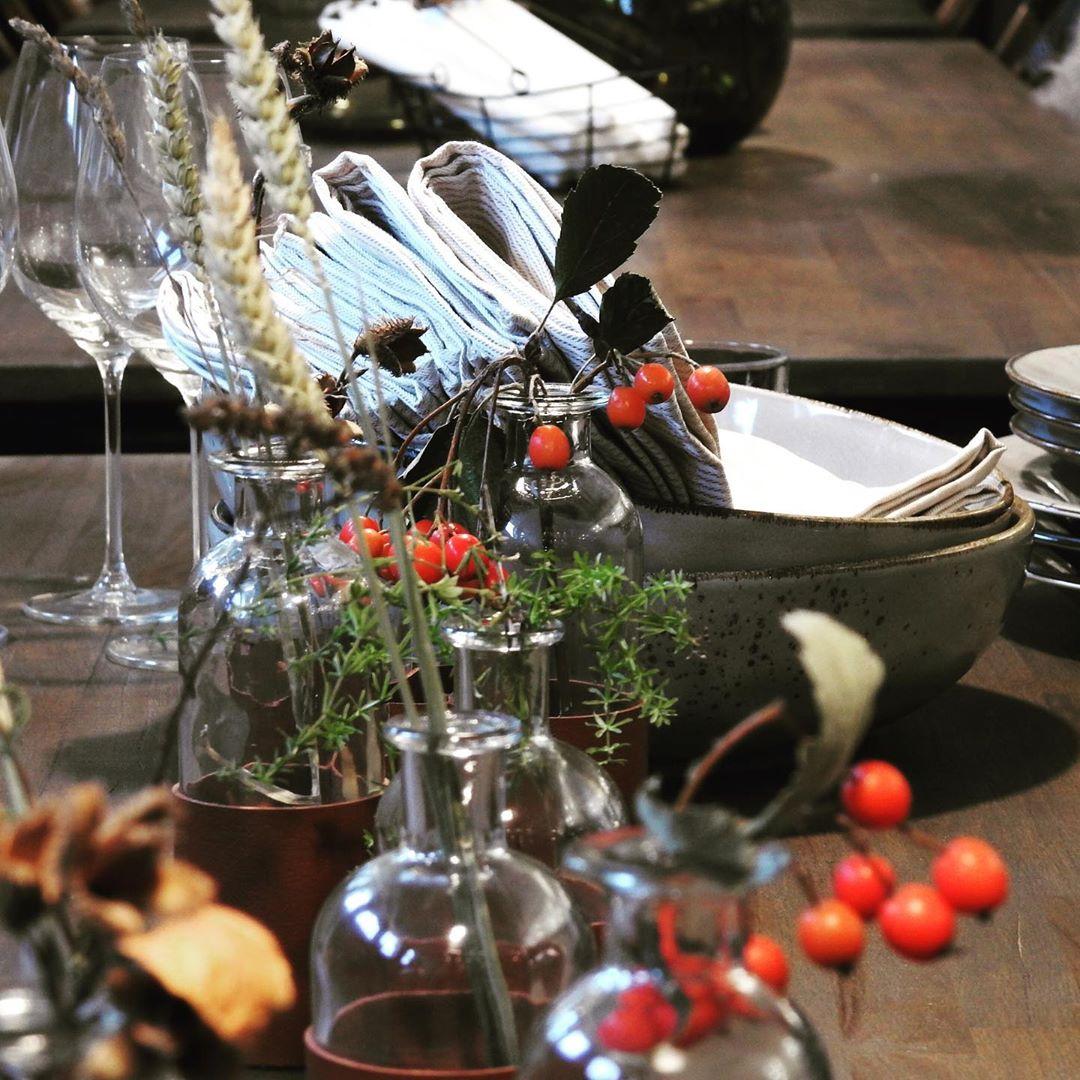 Lyckad kväll igår med en härlig mataktivitet i vårt nya kök! Vill du boka för dina kollegor eller vänner gå in på www.ostermalma.se #frånskogtillbord #viltmat #närproducerat