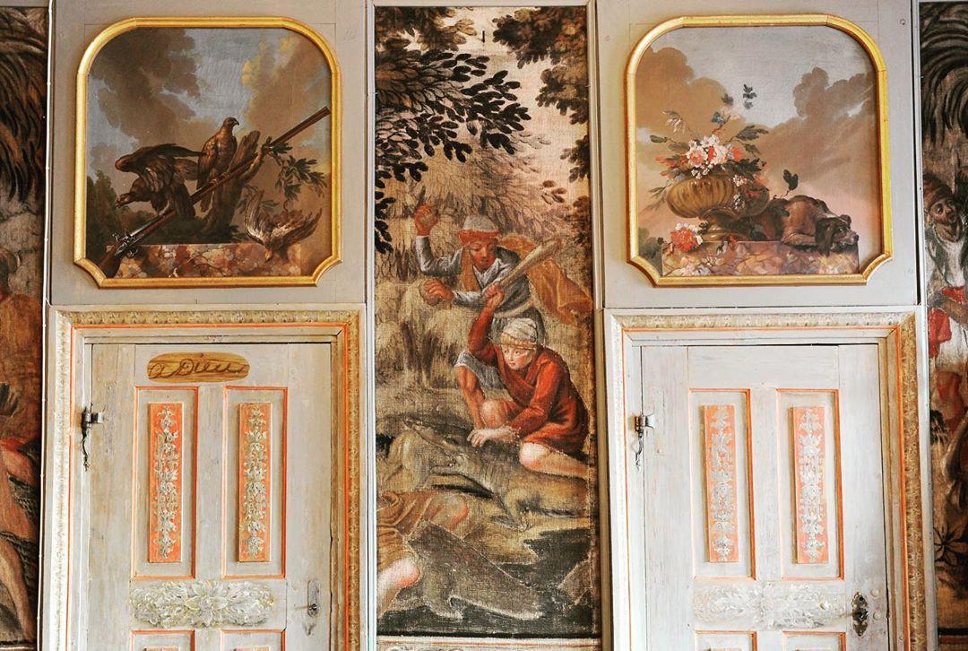 Slottet är fullt med historia och en magisk plats att fira sitt bröllop på❤️ Boka gärna en kostnadsfri visning på www.ostermalma.se