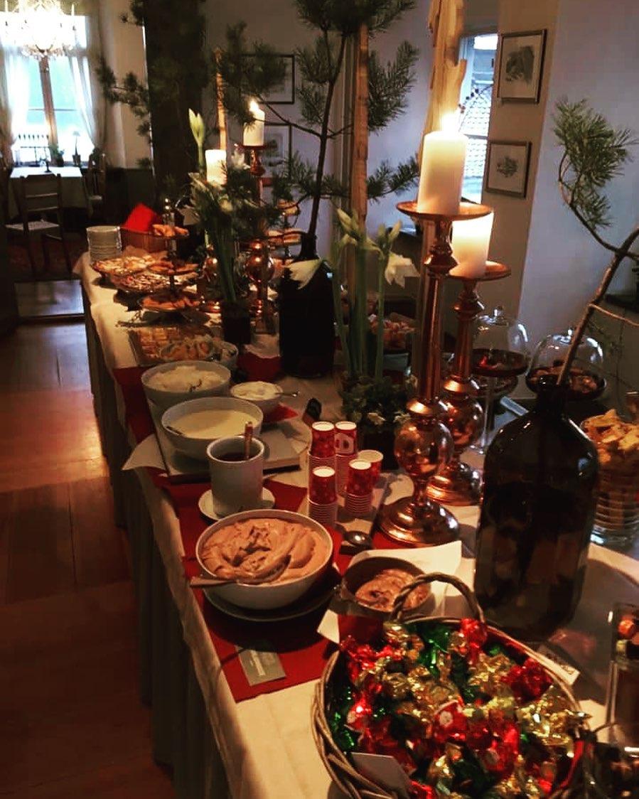 Vilken helg vi har haft, tack alla julbordsgäster, å tack för alla fina recensioner ❤️ Nu laddar vi för sista veckan med julbord💃💪