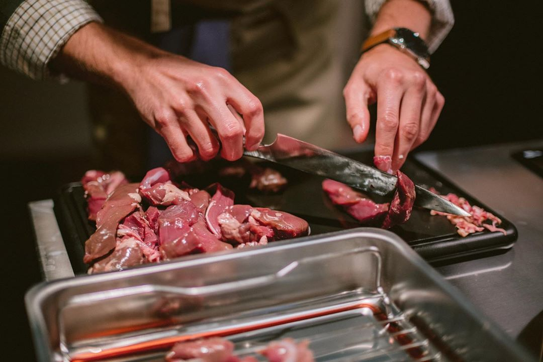 Den 1 februari kommer vår första styckningskurs gå av stapeln, läs mer och boka på www.ostermalma.se #vilt #viltkött #styckning #matlagning