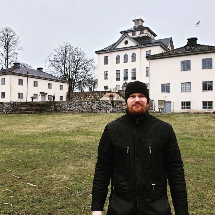 Hur många slott har du besökt? Idag hade vi Anders Sjödin @slottsturisten på besök och Öster Malma är hans slott nr 100! Wow, hoppas du gillade vårt slott 🤩 #slott #östermalma