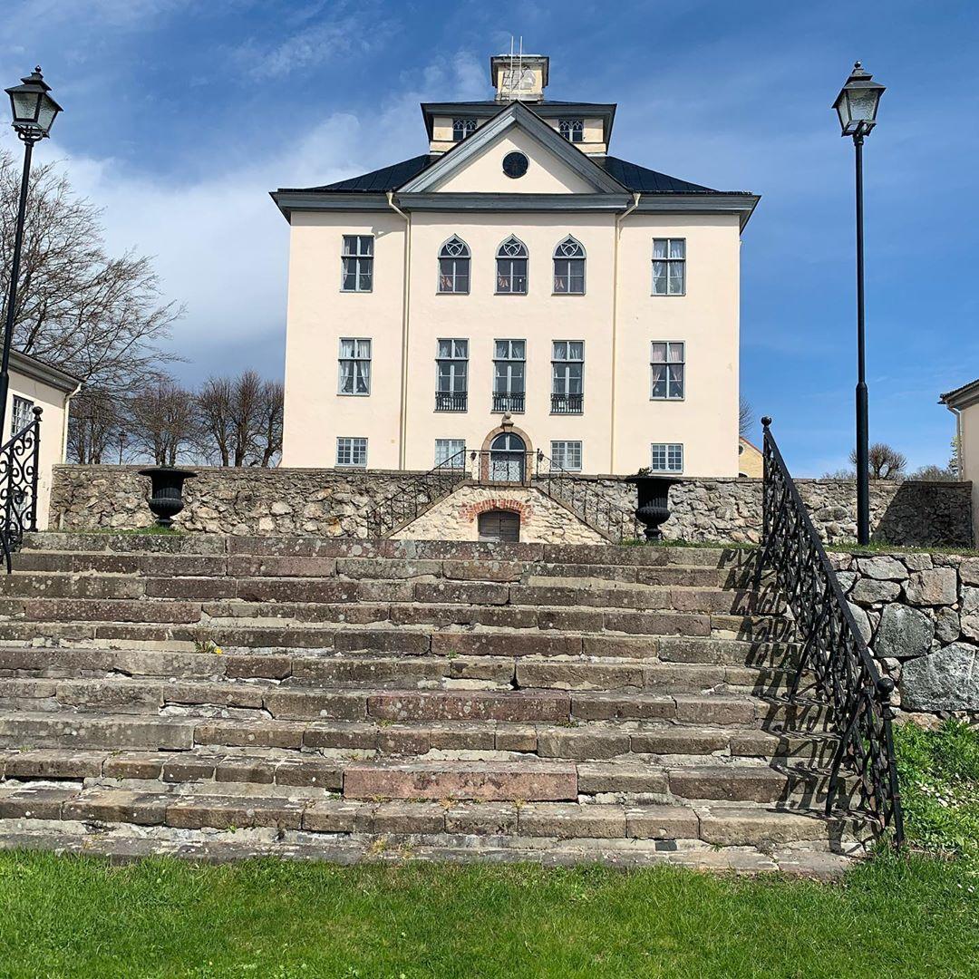 Nu är sommaren påväg🌞🌞 #östermalma #jägareförbundet #slott #wildlifepark #sommarenärhär